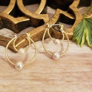 Minimal Textured Double Gold Hoop w/ Pearl Accent